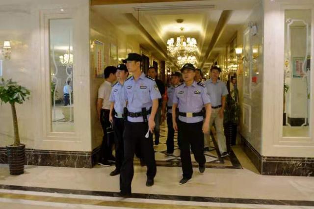 庐江警方打掉一卖淫团伙还抓获5名网上逃犯