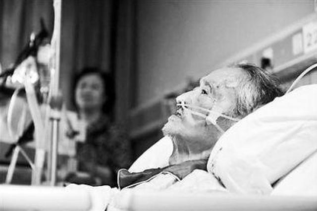 安徽一老母亲卧病在床 四个儿子俩闺女无人愿意照看