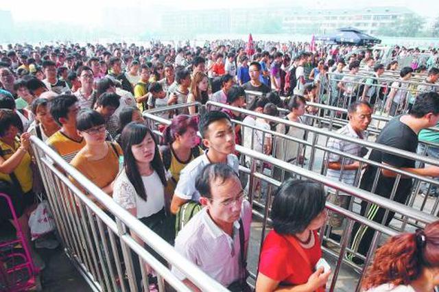 """中秋""""两站""""预计发送旅客18.5万人次"""