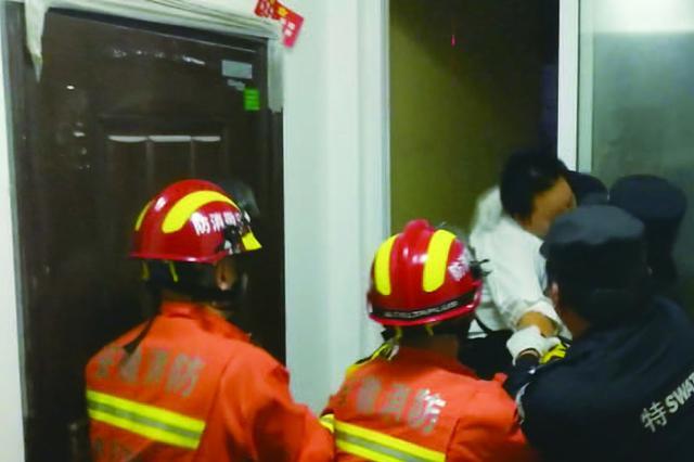 女子欲轻生 消防紧急救援