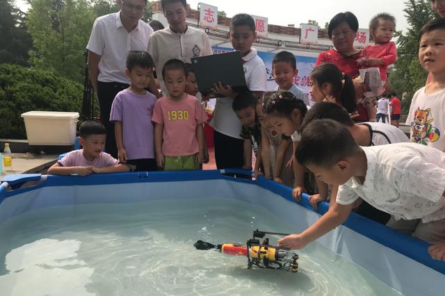 12岁男生要研发水下机器人维修管道