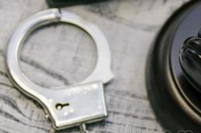 网上在逃人员网吧里与警察相遇 一个眼神出卖了自己