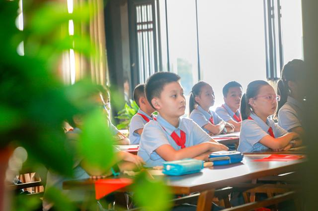 安徽铜陵:百余名学生学国学欢度国庆