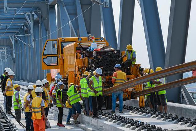 安徽芜湖:商合杭铁路铺轨横跨裕溪河进入芜湖境内