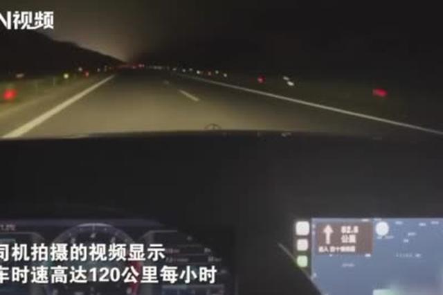 安徽一宝马女司机高速上时速过百拍小视频