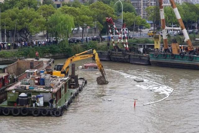大运河突发沉船事故:无锡海事部门连夜处置