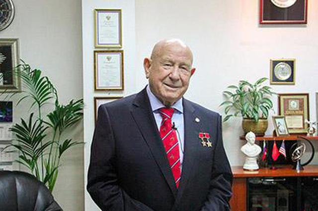 """""""太空行走第一人""""苏联宇航员阿列克谢·列昂诺夫去世"""