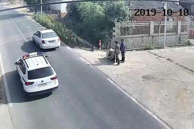 现实版速度与激情 宣城民警飞车撞停嫌犯车辆
