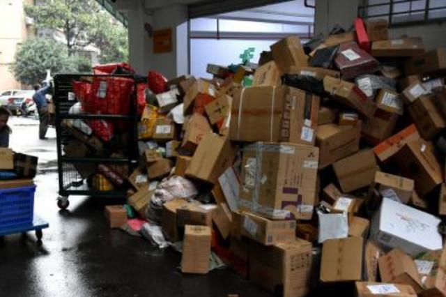 """国家邮政局:预计""""双十一""""高峰期快件量将达28亿件"""