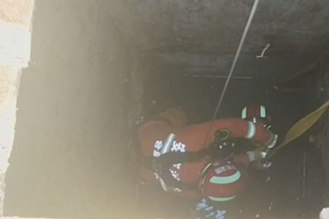 合肥一3岁男童坠落消防员深井救人