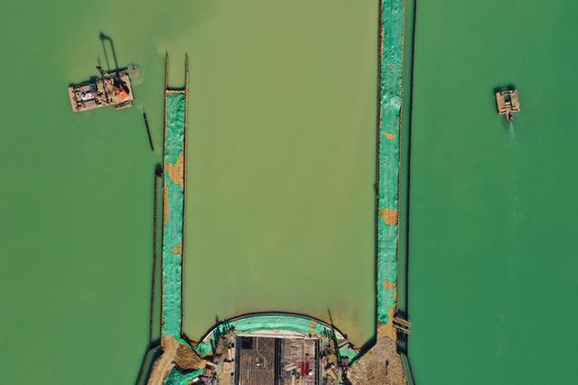 合肥:怀宁路下穿天鹅湖隧道顶部湖水联通