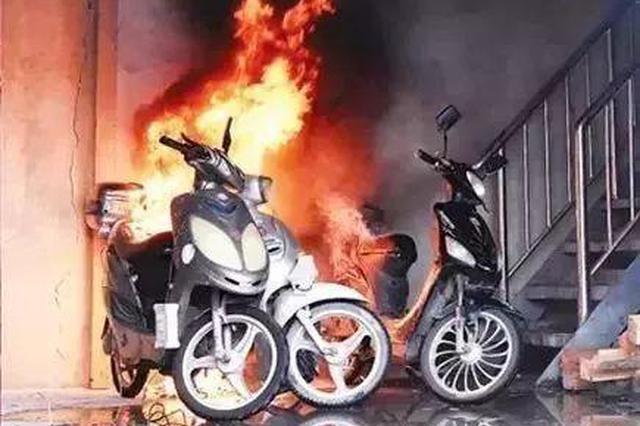 酒店门口 电动车突然起火