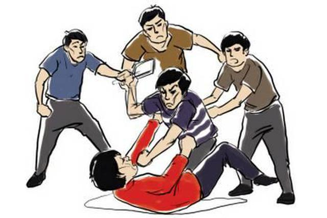 男子嫉妒前妻有了男友 当街殴打他人被警方拘留