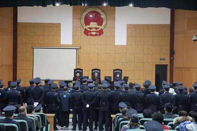 """芜湖一23名被告人""""套路贷""""涉黑团伙受审"""