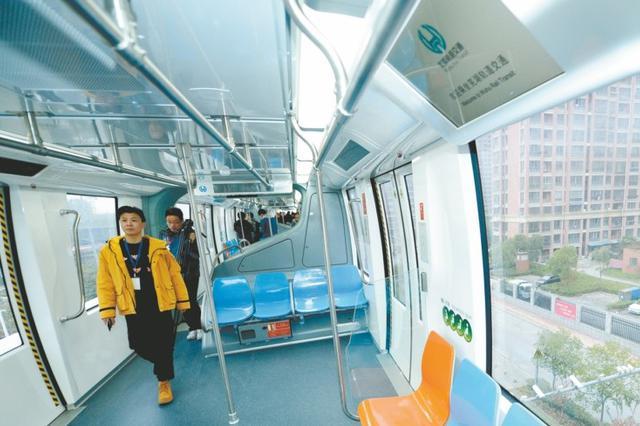 """全国各地300多位""""乘客""""试乘芜湖轻轨2号线"""