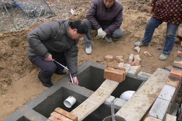 """农村改厕成摆设 民生工程岂能如此""""挖坑"""""""