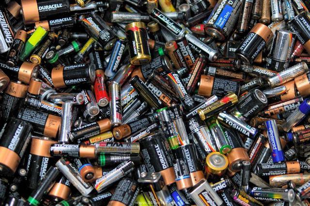 """废旧电池等有害垃圾有去处 生活垃圾分类""""更新升级"""""""
