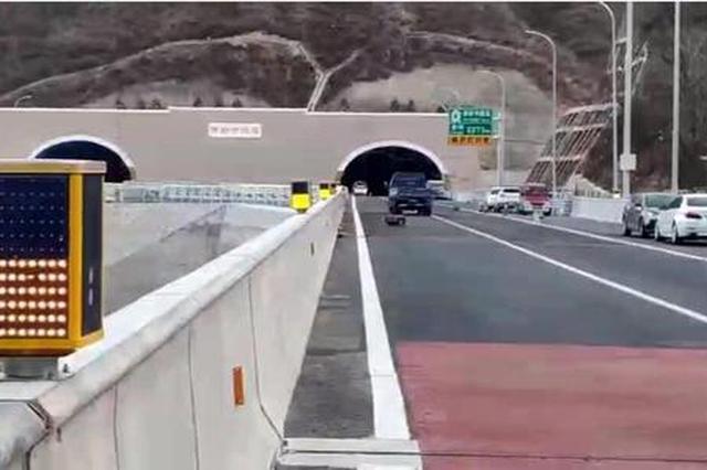 安徽高速公路建成24套雾区诱导防撞系统