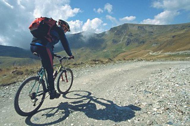海南12岁男孩独自骑行3000公里到滁州 吃喝全靠乞讨