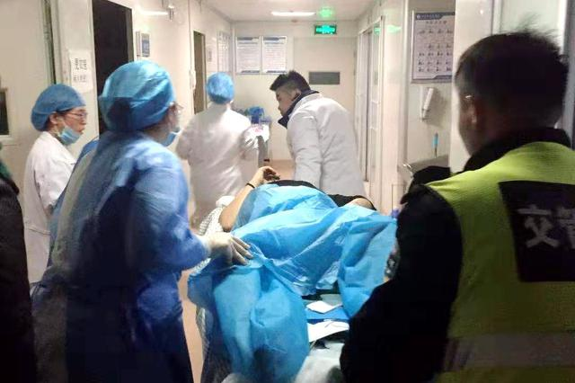新生儿早产危急 交警一路护送转院