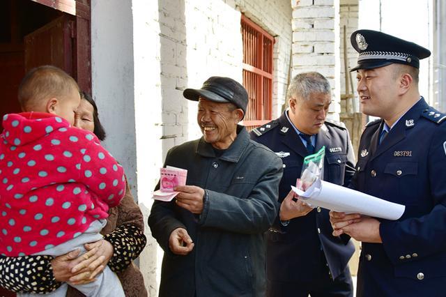安徽阜南:民警走村入户返还农民被盗财物
