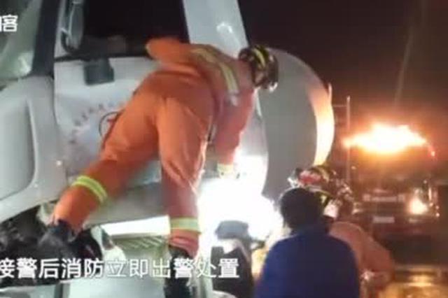 安徽一司机被困 消防救援时市民口出金句