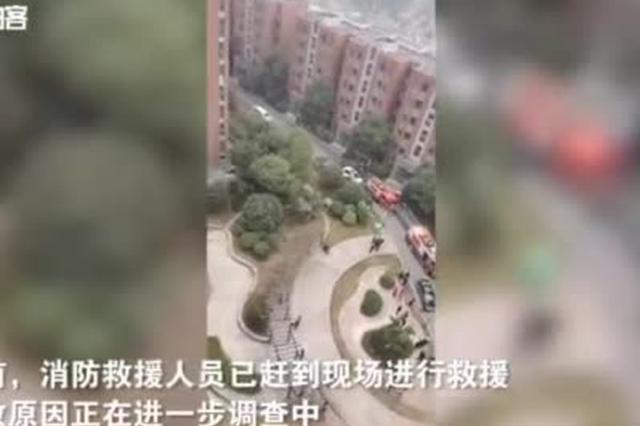 安徽一住户家中疑似发生燃气爆炸 居民光脚逃生