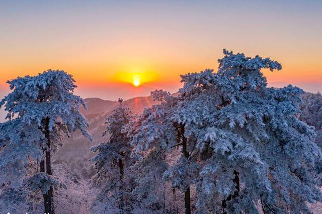 安徽霍山:日出雾凇别样美