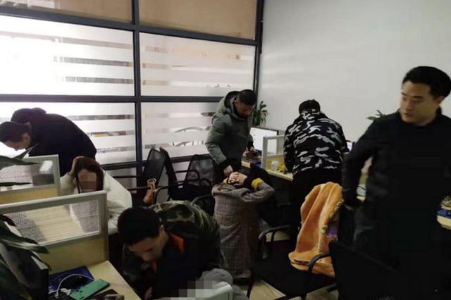 """电信诈骗窝点遭""""团灭"""" 泾县警方抓获12名嫌疑人"""