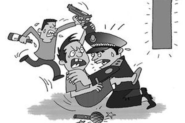 暴力抗法打伤民警 接受教育视频道歉