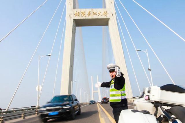 铜陵长江公路大桥单日最高通行量已达55000台次