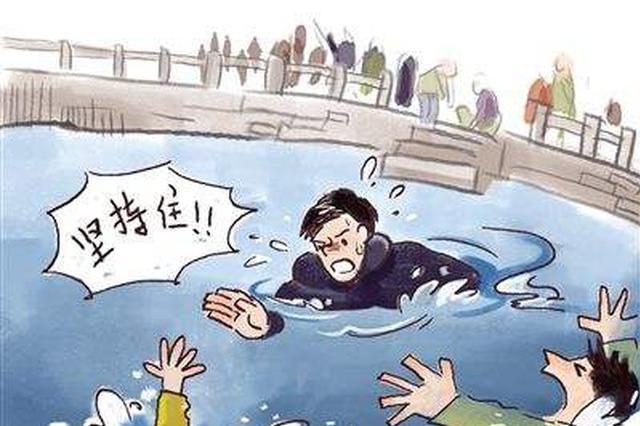 大寒当天 合肥民警跳入河水中施救落水男子