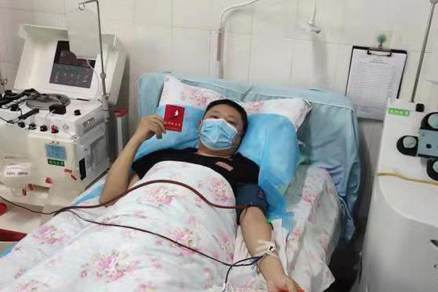 """安徽淮南:战""""疫""""一线民警无偿献血"""
