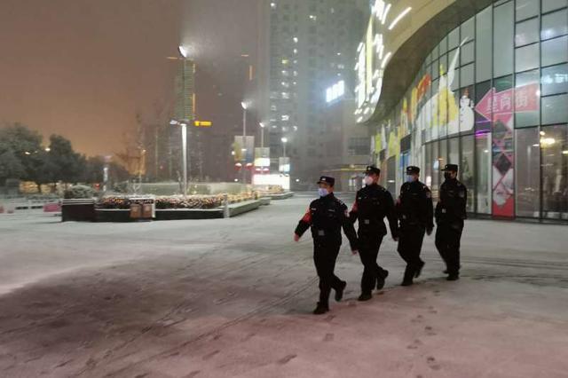 """战""""疫""""一线 的雪""""警"""" 滁州全力保障道路交通安全"""