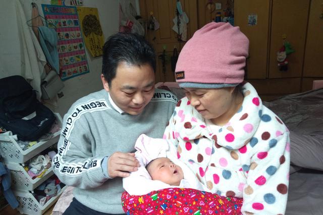 """安徽合肥:隔离小区迎来的""""新生命"""""""