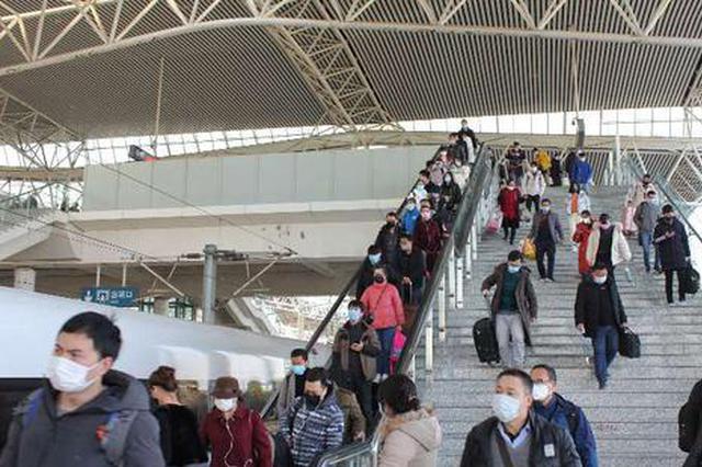蚌埠开首趟复工列车 632名蚌埠籍务工人员赴江沪返岗