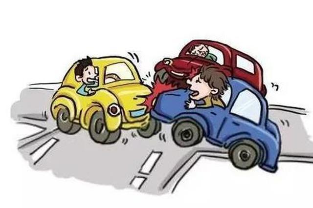 深夜连撞七车 司机自称看手机导致