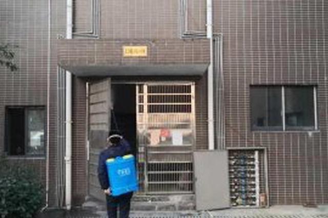 安徽支援湖北疾控人员在武汉给患者住宅消毒