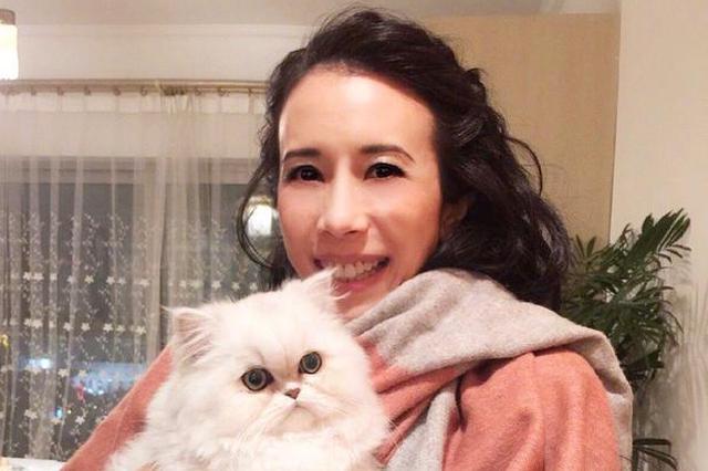 莫文蔚向武汉捐献1万个口罩:携手同心共克疫情