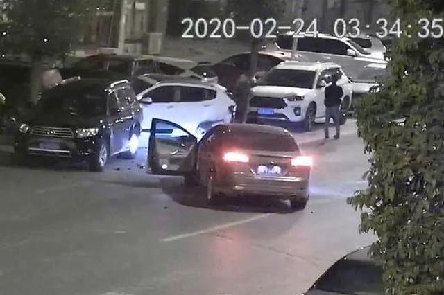 男子酒驾连撞七车被当场查获