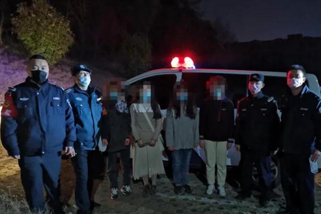 深夜 4名女大学生被困荒山 合肥公安紧急搜山救人