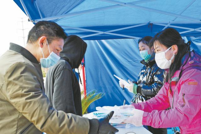 芜湖市中小学陆续发放新学期教材