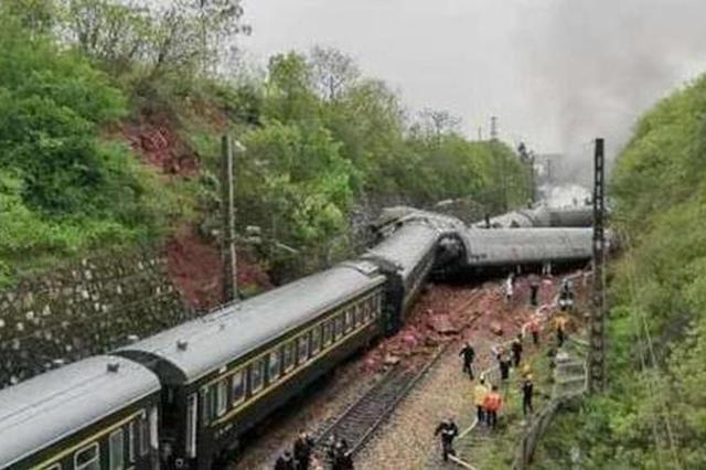 T179次列车湖南脱轨 约200名旅客从阜阳上车