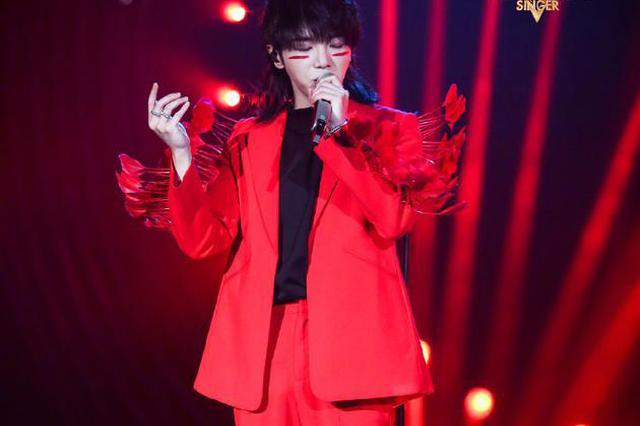 华晨宇夺得《歌手》总决赛歌王 袁娅维获得第二名