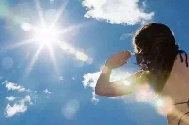 孕妇外出中暑身体不适 民警及时救助送医脱险