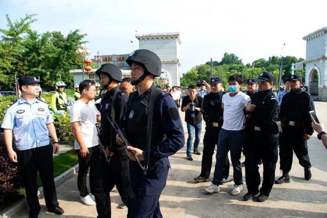 男子杀5人逃亡18年 两地警方终结其逃亡路