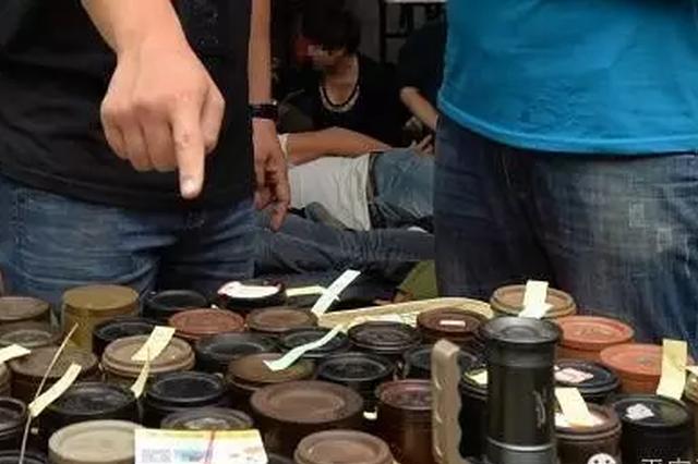 男子聚众斗蟋蟀赌博领刑6个月