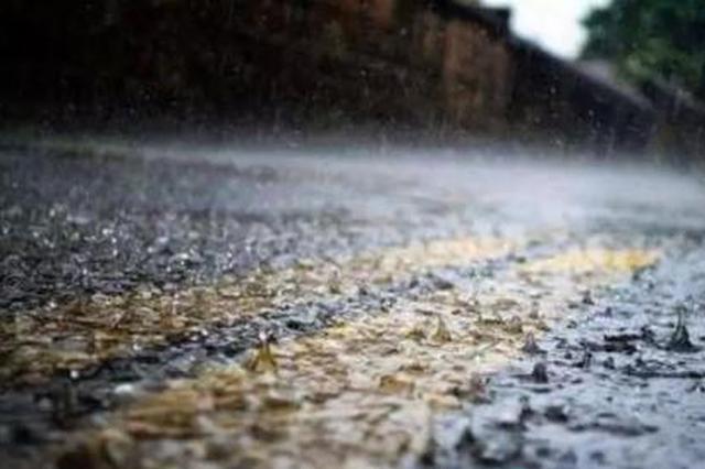 安徽合肥暴雨致城区多处积水 居民被困