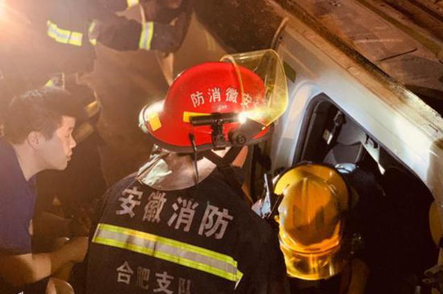 高速口发生车祸驾驶员被困车内 合肥消防紧急救援