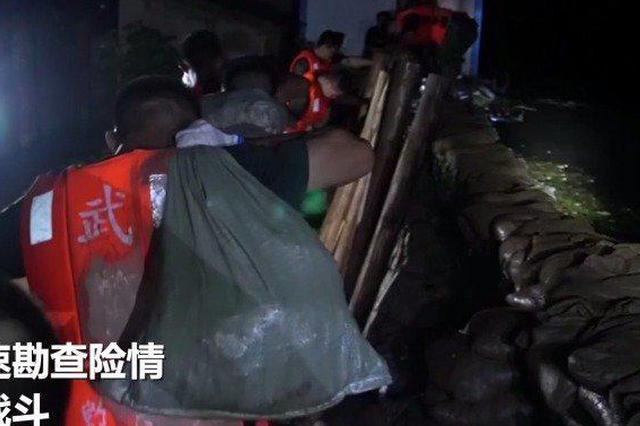 大堤告急!安徽武警夜间冒雨奔袭5公里抢险